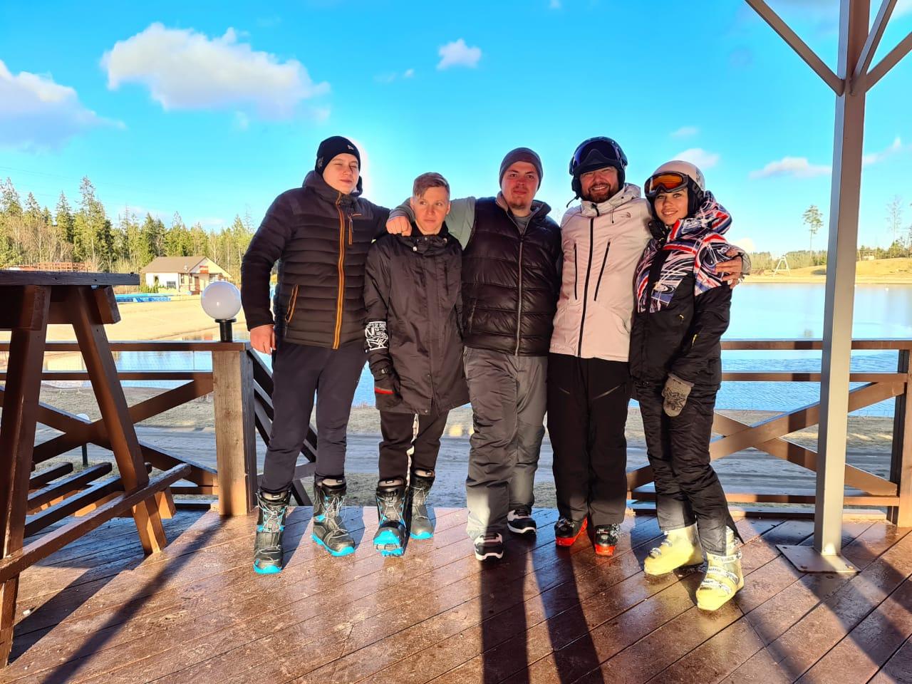 Коллектив компании проводил зимний горнолыжный сезон.